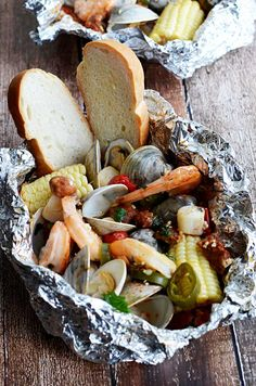 These packets are filled with shrimp clams scallops chorizo sausage corn and tomatoes! Grilling Recipes, Fish Recipes, Seafood Recipes, Cooking Recipes, Pork Recipes, Seafood Meals, Fish Dishes, Seafood Dishes, Fish And Seafood
