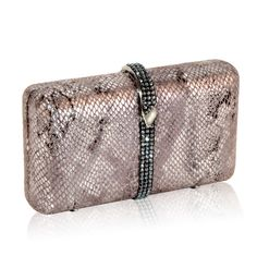 HOLIDAY GIFT GUIDE FOR THE STYLISH WOMAN - Inge Christopher Paulina Minaudiere
