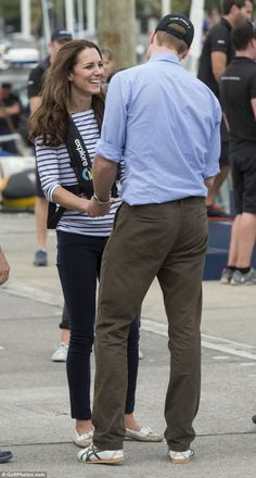 The Duke and Duchess of Cambridge at a yacht race in Auckland, New Zealand, April 2014 Love Kate Middleton. William Kate, Prince William And Catherine, Princesse Kate Middleton, Kate Middleton Prince William, Kate Middleton Pictures, Kate Middleton Style, Princesa Diana, Principe William Y Kate, Princess Charlotte