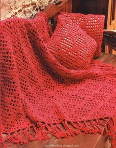 Plaid rouge aux points fantaisies - Free pattern diagram, simple filet crochet.   #afghan #blanket #throw #pillow
