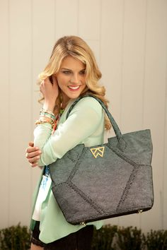 Oh my goodness!! I love this Kelly Wynne handbag!!