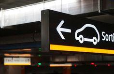 Señalización direccional coches Empark Parking, Interior Exterior, Flip Clock, Home Decor, Parks, Cars, Interiors, Blue Prints, Decoration Home