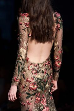View all the detailed photos of the Ralph & Russo haute couture fall 2015 showing at Paris fashion week. Style Haute Couture, Couture Fashion, Runway Fashion, High Fashion, Fashion Show, Fashion Fashion, Beautiful Gowns, Beautiful Outfits, Cute Outfits