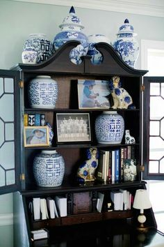 Blue and White display Southern Charm, bookshelf styling, blue/white ginger jars, chinoiserie chic vignettes Blue And White China, Blue China, Blue Rooms, White Rooms, Staffordshire Dog, Desk Inspiration, Home Design, Interior Design, Secretary Desks