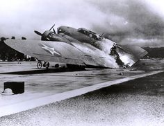 In this image archive, an American B-17C bomber cut, or bombed in half shortly after the surprise attack on Pearl Harbor, stationed on a base of the US Air Force. 360 Japanese warplanes were mobilized in the destructive storm. Their arrival at dawn, after a reconnaissance operation using mini submarines around midnight, allowed them to advance quickly and discreetly.  © NATIONAL PARK SERVICE / AFP