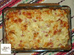 Hozzávalók: 40 dkg fodros nagykocka, 30 dkg főtt sonka (én néha füstölt-főtt tarjával készítem), étolaj, 1 kis fej vöröshagyma, só, őrölt bors, 4 db... Lasagna, Macaroni And Cheese, Food And Drink, Ethnic Recipes, Bors, Diet, Lasagne, Mac Cheese, Mac And Cheese