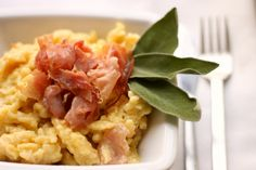 Spatzle con speck e salvia Spatzle, Salvia, Italian Recipes, Risotto, Ethnic Recipes, Food, Sage, Essen, Meals