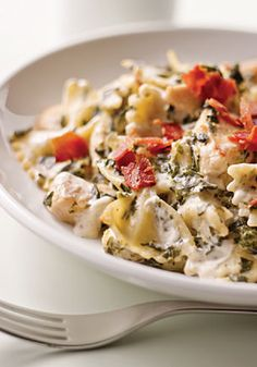 Chicken Florentine Casserole – Here's everything you enjoy about chicken Florentine in one easy-to-make casserole recipe topped with crumbled bacon!