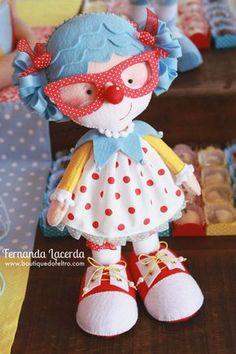 """""""Festa em Feltro: a magia do Circo""""  por Fernanda Lacerda  Palhacinha, fica de pé sozinha! Toda feita à mão!"""