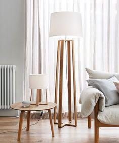 Ev aydınlatması dekorasyon için önemli bir konu. Aydınlatma araçları aynı zamanda dekoratif görüntüler de yaratarak dekorasyon için iyi seçimler oluyorlar. Lambader modelleri bu konuda inanılmaz yararlı aksesuarlar olarak karşınıza çıkacaklar. Yaratacağınız dekorasyon için oturma odanız ve yatak odanızda farklı bir aydınlatma da sağlayacaktır. Koltuğunuzun kenarında yer alacak, bazen okuma ışığı olarak kullanabilceğiniz uzun lambaderler ortamı hoş bir şekilde aydınlatacaktır. Dekorasyon…