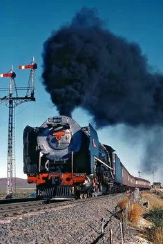 South African Railways, Steam Engine, Steam Locomotive, Landscape Photography, The Good Place, Cool Pictures, Nostalgia, Palaces, Engineering