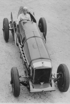 Kay Petre, drove the 10.5 litre V12 Delage & twice took the Brooklands Ladies outer Circuit Lap Record