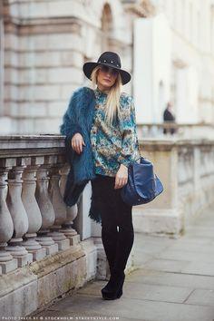 street style, outfit, look, trend tendencia, fashion, moda, tendencia, inspiração, get inspired, inspiration, fur, pelos, blue, azul azurro