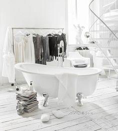 More Bathtubs with styling for VirtualBazar - this freestanding model is QUASAR www.virtualbazar.it #virtualbazar #bathtub #bathroom #vascadabagno #styling #photoshoot #photographer #stylist #paulinaarcklin #paulinaarcklinloft #loft #milano #milan #italia #italy
