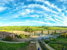 This unique portion of the Podere Le Splandole is located in the centre of the relaxing Sienese countryside the 'Crete Senesi'. The view from this property is breath-taking. The house can sleep up to 4 people and ...