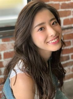 Japanese Hair Color, Japanese Beauty, Asian Beauty, Asian Hair Wavy, Wavy Hair, Asian Cute, Beautiful Asian Girls, Japanese Hairstyle, Medium Long