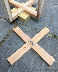 DIY hanging planter with free plans Home Depot Store, Diy Hanging Planter, Cedar Boards, Diy Workshop, Happy Labor Day, Free Plans, Wood Screws, Garden Chairs, Wood Glue