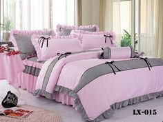 Grey on pink with bllack ribonettes Cute Bedroom Ideas, Girl Bedroom Designs, Room Ideas Bedroom, Girls Bedroom, Bedroom Decor, Ruffle Bedspread, Daybed Sets, How To Dress A Bed, Pink Bedrooms