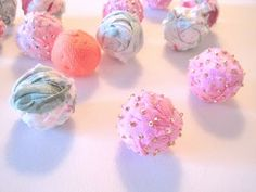 How to make fabric beads with cotton balls and fabric and seeds beads. http://almastoller.blogspot.com/2011/03/how-to-make-fabric-beads-with-cotton.html