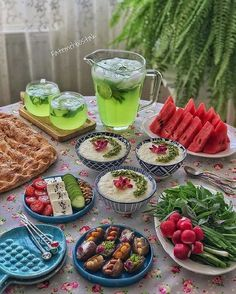 food recipe desserts A summer talk besides a Persian table! Food Design, Iran Food, Iranian Cuisine, Food Porn, Fun Easy Recipes, Food Decoration, Food Platters, Arabic Food, Food Presentation