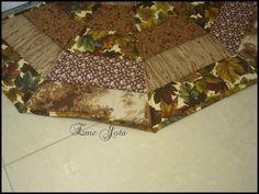 Oi amigas,  na semana que passou uma de minhas alunas quis fazer tapetes e juntas preparamos um molde para tal. Após escolha de tecidos, a L...