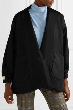 Schwarz Jacke aus wattiertem Seidentaft mit Knöpfen | Gucci | NET-A-PORTER Gucci Outfits, Fashion Outfits, Givenchy, The Row, Dries Van Noten, Silk Taffeta, Trends, Models, Padded Jacket