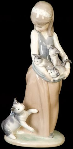 Vintage Lladro porcelain statuette 'Girl with cats'