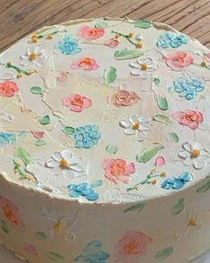 three ingredient mug cake Sweet Cakes, Cute Cakes, Pretty Cakes, Cute Food, Yummy Food, Cute Desserts, Creative Desserts, Think Food, Aesthetic Food