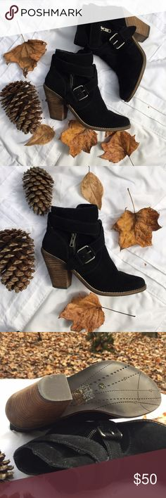 🍂 DV booties 🍂 Beautiful Dolce Vita booties perfect for fall! 🍂 Only worn a couple of times. Great condition!! DV by Dolce Vita Shoes Ankle Boots & Booties