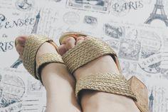 😍👡Sandália nova. Sandália dourada. Sapato.