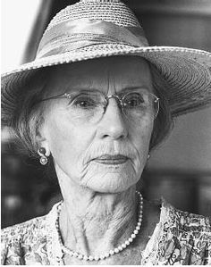 Jessica Tandy as Daisy Werthan in Driving Miss Daisy Oscar Winner/ Legend Jessica Tandy, Driving Miss Daisy, Hooray For Hollywood, Hollywood Stars, Female Actresses, Actors & Actresses, Classic Actresses, Hollywood Actresses, Movies
