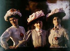 vintage everyday: 23 Rare and Stunning Color Portraits of French Women from the --- Gustave Gain Photography Women, Fine Art Photography, Group Photography, Heart Photography, Photography Studios, Photography Lighting, Glamour Photography, Photography Backdrops, Aerial Photography