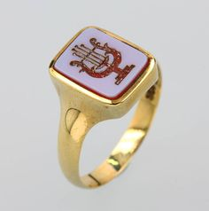Gold Ring with harp intaglio, 1900s,centered layer stone 4.2 g