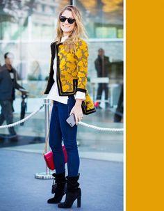 Mặc quần jeans mài thì phải chọn màu áo thế này mới là sành điệu