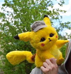Hand made stuffed toys von GakmanCreatures auf Etsy Pikachu Bebe, Cute Pikachu, Cute Pokemon, Ash Pokemon, Pokemon Fusion, Pokemon Cards, Pikachu Drawing, Pikachu Art, Cute Kawaii Animals