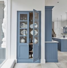 Blue works exceptionally well in the kitchen because it is associated with open spaces, freedom, imagination and inspiration. Perfect for a busy multifunctional space. Our Periwinkle paint colour can work in harmony with almost any kitchen design, enhancing the subtle details of each collection.