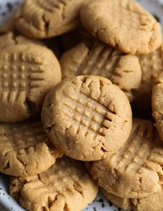 Flourless Peanut Butter Cookies! So much peanut butter packed into one soft cookie! #peanutbutter #cookie #flourless #cookiesandcups
