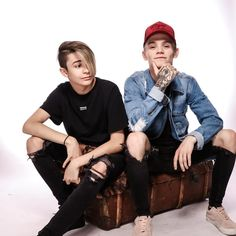 """50.6 mil Me gusta, 730 comentarios - Bars And Melody (@barsandmelody) en Instagram: """"our new cover of rockstar is out now, link in bio"""""""