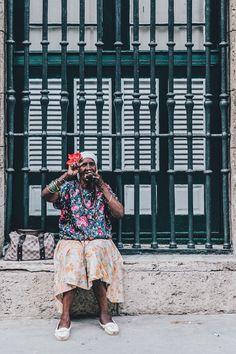 Cuba-La_Habana_Vieja-Hearts_Dress-Styled_By_Me-Aloha_Espadrilles-Outfit-Street_Style-Dress-Backpack-4