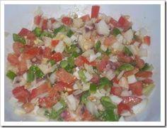 Pipirrana. Ensalada típica de Jaén. Ingredientes principales: tomates, pimiento y pepino. http://www.euroresidentes.com/Recetas/cocina_andaluza/pipirrana.htm