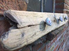 Kindergarderobe handgefertigt aus norwegischem Treibholz #Treibholz #driftwood