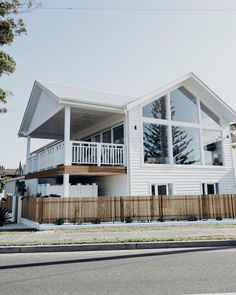 How majestic is this? This beach house embodies modern coastal luxe and we're so excited to be giving away a 3 night stay at… White Beach Houses, Dream Beach Houses, Modern Beach Houses, Style At Home, Future House, My House, Architecture Design, Cosy Home, Facade House