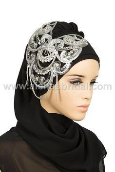 This is a great way to fancy a hijab up Muslim Women Fashion, Islamic Fashion, Bridal Hijab, Head Scarf Styles, Turban Style, Hijab Tutorial, Capes For Women, Hijab Chic, Beautiful Hijab