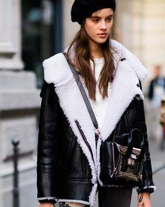 Best Street Style From Milan Fashion Week Fall 2017 Milan Fashion Week Street Style, Model Street Style, Milan Fashion Weeks, Autumn Street Style, Cool Street Fashion, Street Style Looks, Street Style Women, Paris Fashion, Madrid