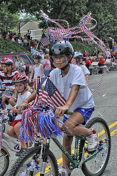 4th Of July Decorating | No 4th parade is authentic without streamers decorating the spokes and ...