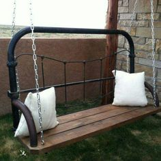 ❤...What a great idea for an old bed!