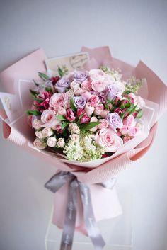 New gifts flowers bouquet floral arrangements ideas Purple Flower Bouquet, Beautiful Bouquet Of Flowers, Beautiful Flower Arrangements, Happy Flowers, Romantic Flowers, Dark Flowers, Amazing Flowers, Floral Arrangements, Beautiful Flowers