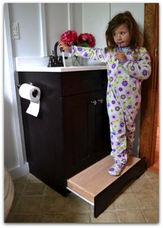 Vanity drawer step stool from Ana White – such a great use of space! No more tripping over the kid's step stool! Ana White, Easy Diy Projects, Home Projects, Earthship, Home Organization, Organizing, My Dream Home, Diy Furniture, Furniture Plans