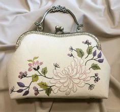 Çanta Bridesmaid Bags, Frame Purse, Embroidery Bags, Fabric Purses, Wallets For Women, Evening Bags, Purses And Handbags, Bag Making, Clutch Bag