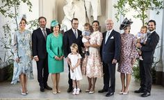 The whole royal family on Victoria's 40-year birthday, July 14, 2017 (except Madeleine's Leonore and Nicholas who found more interesting elsewhere...)